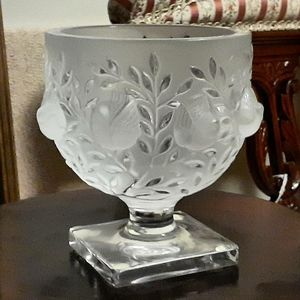 """Lalique France, """"Elizabeth"""" Crystal Footed Bowl"""